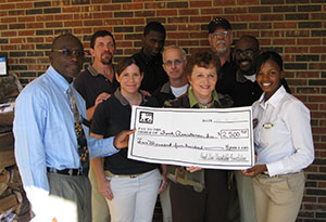 Food Lion donates to Food Assistance